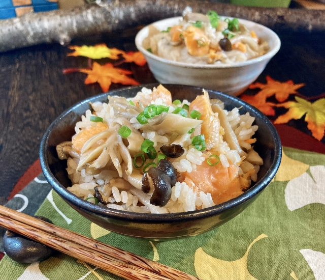 シャケ と エリンギ と 醤油 炊飯器 炊き込みご飯 レシピ