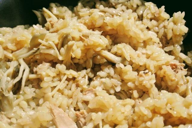 バター と キノコ 炊飯器 炊き込みご飯 レシピ